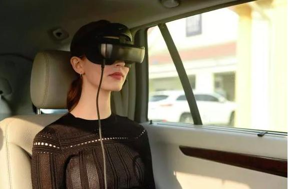 Luci首次推出了带有双MicroLED显示屏的轻量级娱乐用VR眼镜  第1张